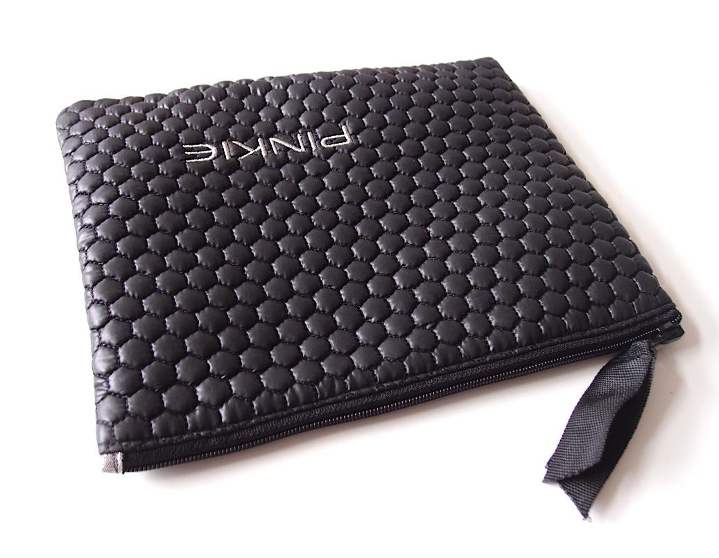 kliknutít zobrazíte maximální velikost obrázku kosmetická taštička Black Comb