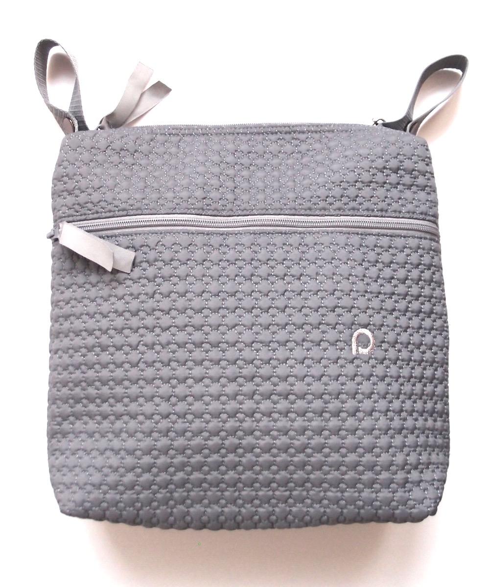 kliknutít zobrazíte maximální velikost obrázku malá taška Small Grey Comb-crossbody